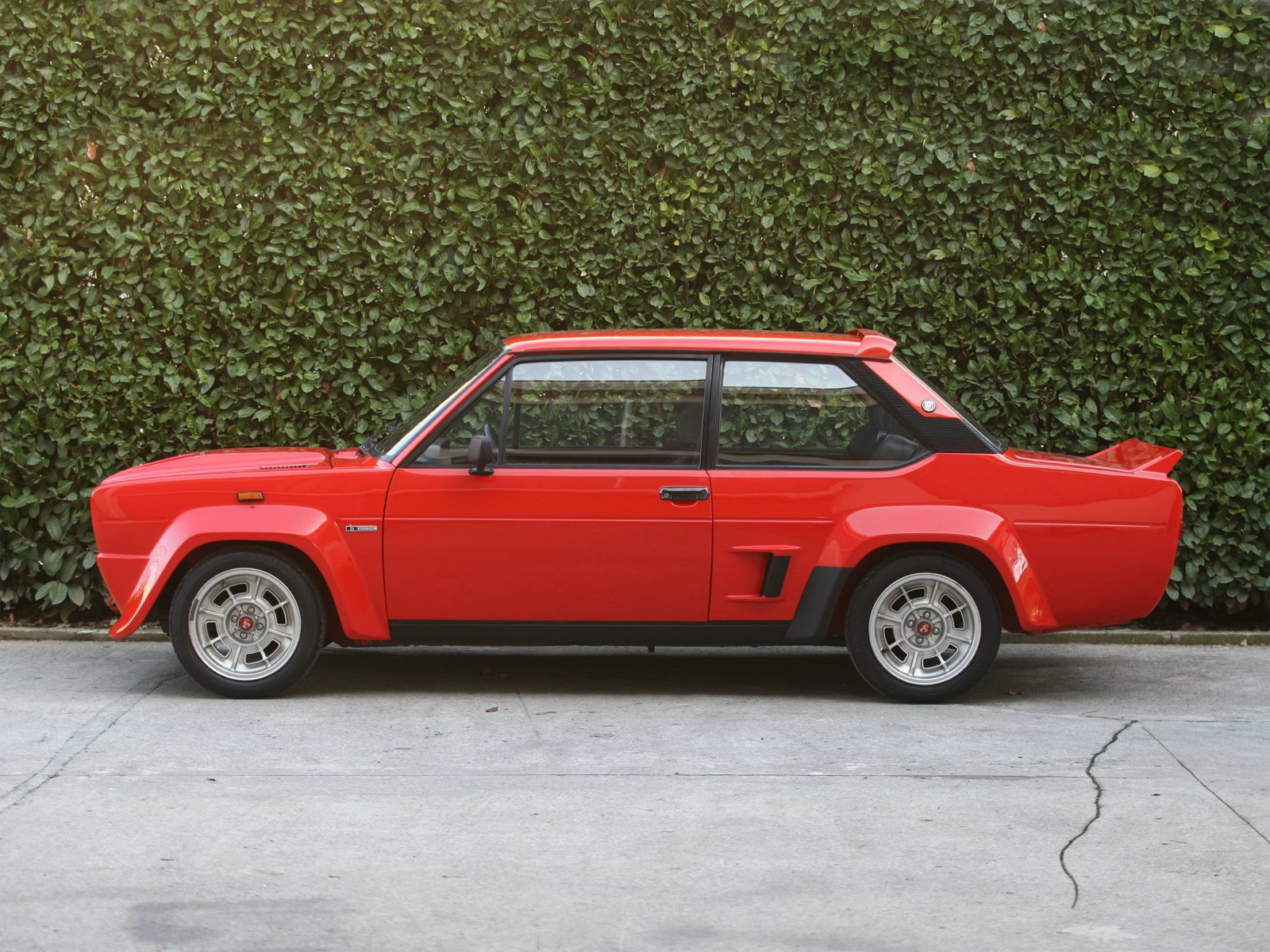 """IMCDb.org: 1976 Fiat 131 1800 Coupé 1a serie [132A.1] in """"Mr ..."""